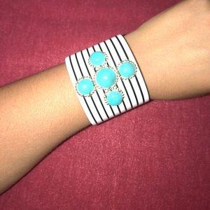 Jewelry - Cuff with stripes